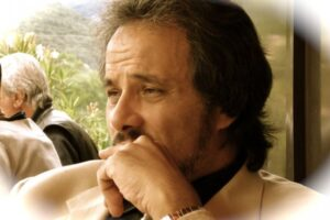 Ghonim mentre riflette